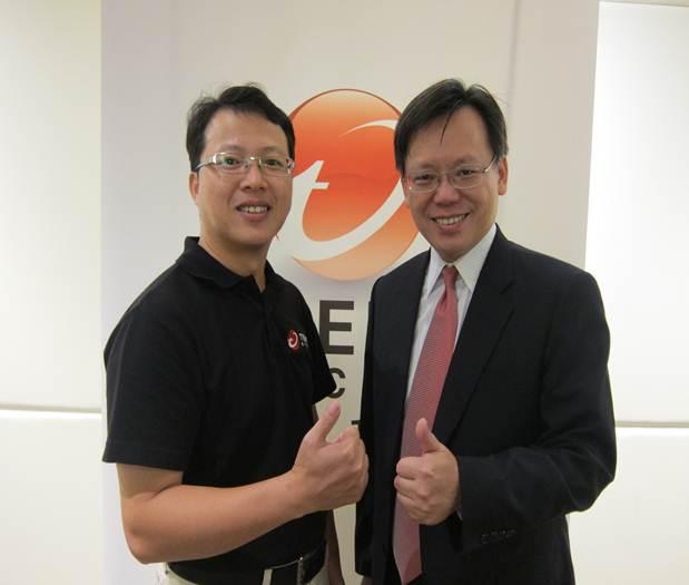 趨勢科技台灣暨香港區總經理 洪偉淦(右一)與台灣區企業客戶部技術顧問 黃源慶(左一) 於會中分享趨勢科技如何運用堅實技術協助中小企業防禦變臉詐騙攻擊。