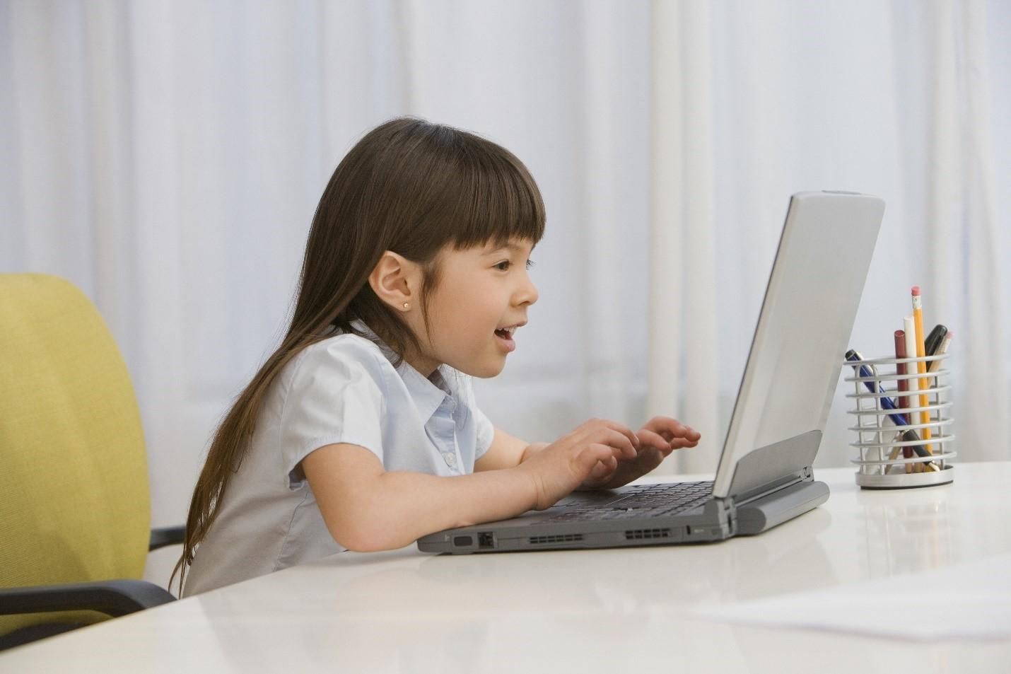 別輕忽孩子暑假的上網習慣!