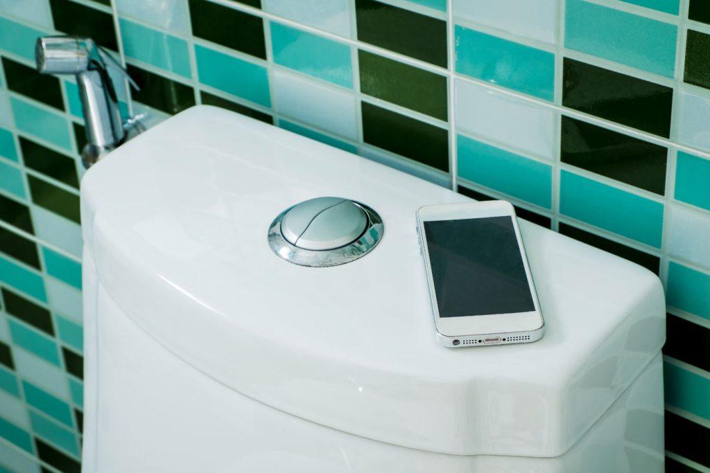 「噗通」手機濕身了!手機進水怎麼辦?