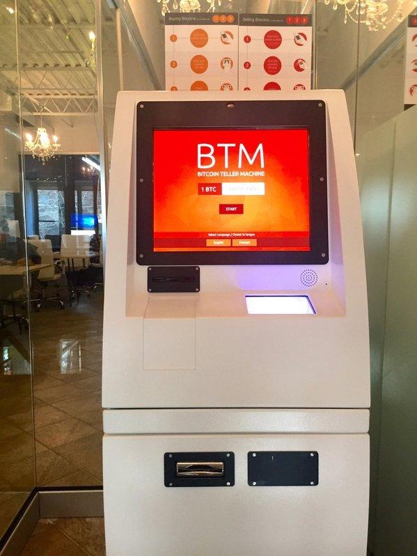 與一般提款機不同,比特幣提款機沒有統一的認證或安全標準。比特幣提款機並非使用信用卡或提款卡,而是用手機號碼和ID卡進行使用者身份認證。接著使用者必須輸入錢包地址或掃描其QR碼