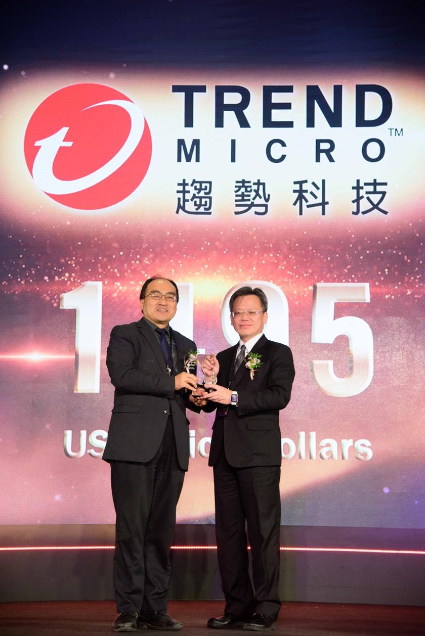 趨勢科技榮獲2018年「台灣最佳國際品牌調查」第二名殊榮,由台灣區暨香港區總經理洪偉淦代表受獎。