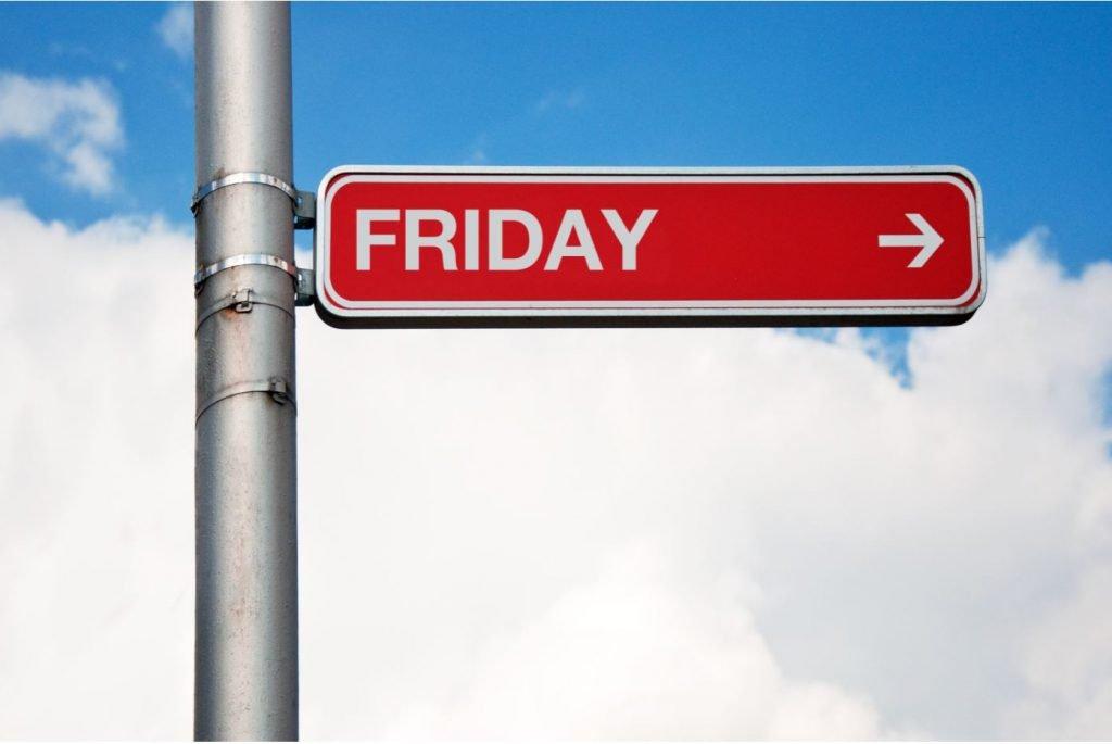 黑色星期五 \(Black Friday\) ,指的是11月第四個星期四感恩節後的星期五,   台灣也有人稱為「黑色星期五購物節 \(Black Friday\)」